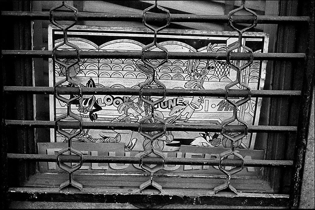 Barcelona street, Leica M6, TriX 400@400, Rodinal 1:50