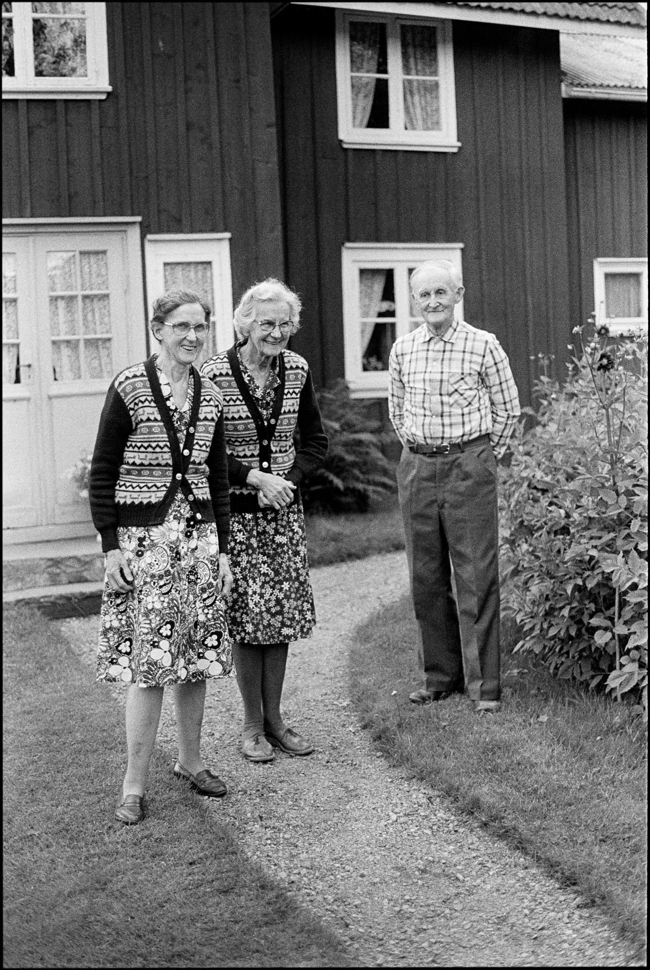 160207 Klara, Karin och Viktor Johansson Gunnared Juni 1984, Film 90, Konica T4 TriX 400@200 Konica T4 TriX 400@200