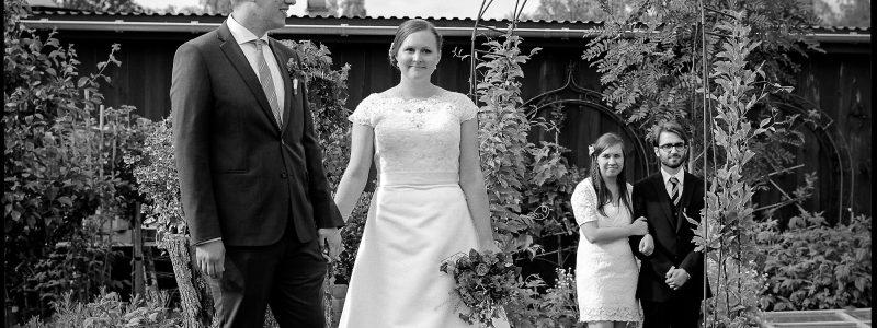 160611 Viktor och Maries bröllop. Tant Grön Vintrosa. Hasselblad 500cm Planar 80-2.8 Tmax100 Rodinal 1-50