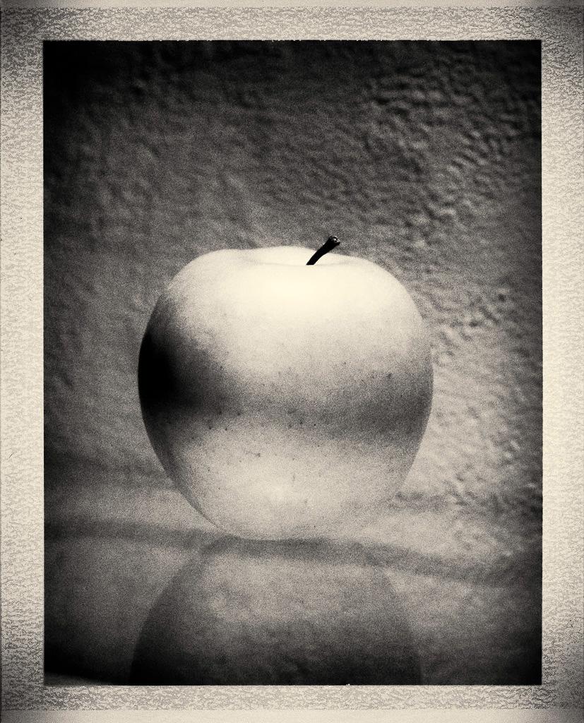 150606 Green apple, Toyo 45, Fujinon 210/5,6@16, Polaroid 405 back, Fuji FB3000B